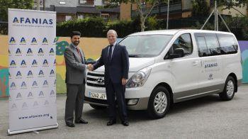 Hyundai dona un H1 travel a lka Asociación Afanias